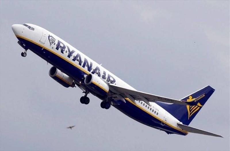 Ryanair Cyber Week: Κλείστε Χριστουγεννιάτικο ταξίδι στο εξωτερικό με 21 ευρώ!