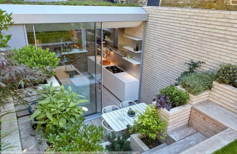 Οικογένεια μεταμόρφωσε παρατημένο υπόγειο διαμέρισμα σε πολυτελές σπίτι και το εσωτερικό του εντυπωσιάζει!