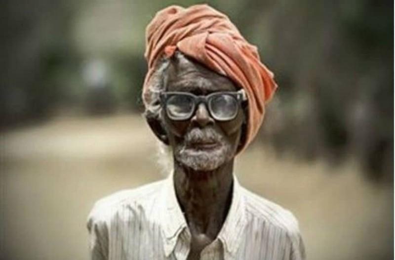Αυτός ο άντρας αποφάσισε να ντυθεί γαμπρός στα...120!