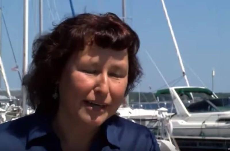 Γυναίκα πήγε και ψάρεμα και αυτό που αντίκρισε την έκανε να παγώσει! (Video)