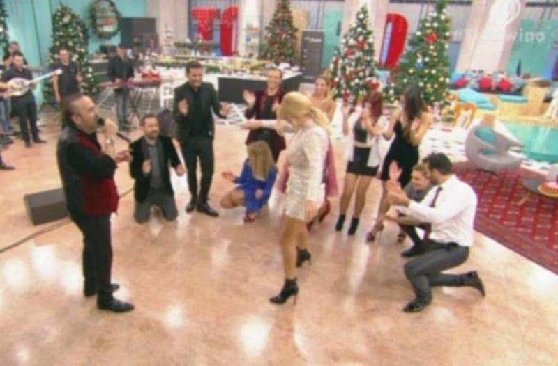 Όταν η Φαίη Σκορδά μεράκλωσε και χόρεψε το πιο περίεργο ζεϊμπέκικο όλοι έμειναν άφωνοι!