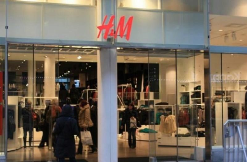 H&M: Το απόλυτο μπουφάν που θα φοράς όλο τον χειμώνα και κοστίζει μόνο 40 ευρώ!