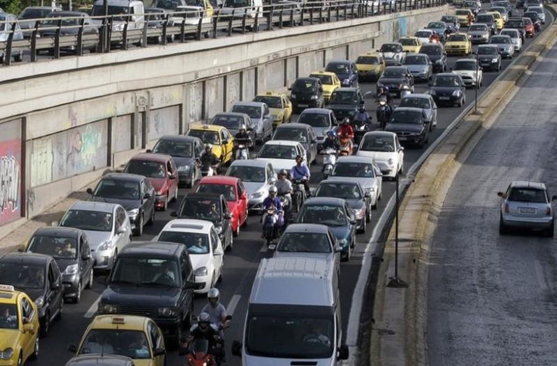Απίστευτη κίνηση στους δρόμους της Αθήνας! Ταλαιπωρία για τους οδηγούς!