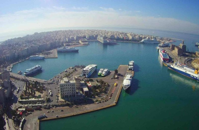 Συναγερμός στον Πειραιά: Αυτοκίνητο έπεσε στην θάλασσα!