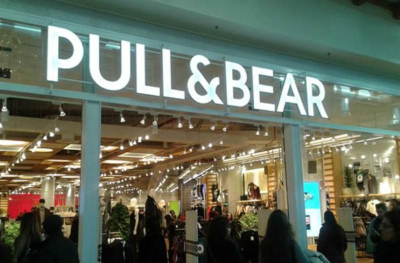 Pull & Bear: Βρήκαμε το παντελόνι καμπάνα που είναι πάμφθηνο! Τρέξε να το αγοράσεις!