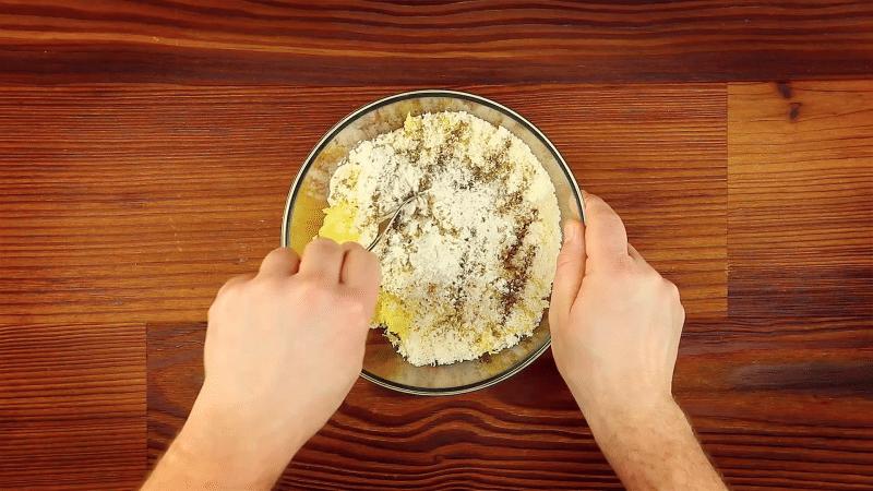 βραστή πατάτα σε λουκάνικο