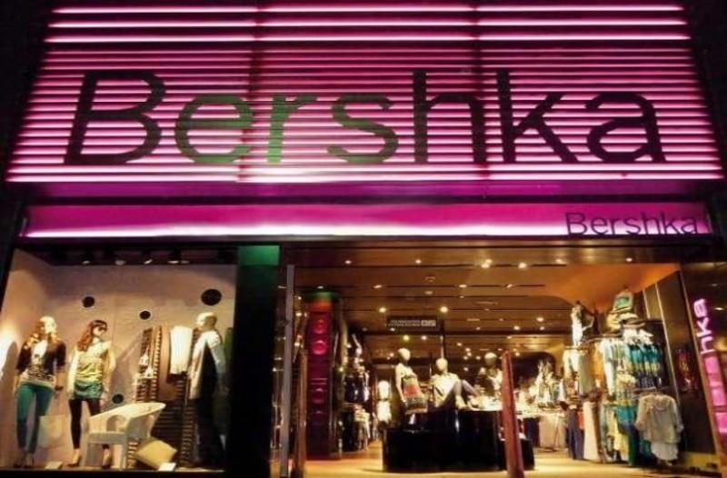 Bershka: Το ψηλόμεσο μαύρο παντελόνι που σου αδυνατίζει τα πόδια έχει πλέον μόνο 9 ευρώ!