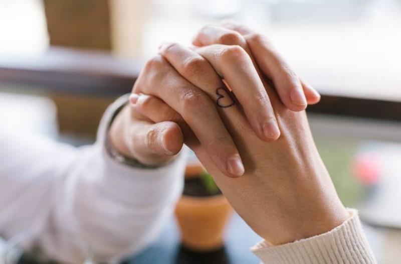 Σοφία, 34 ετών: Η ξαδέρφη μου φλέρταρε με τον άντρα μου επειδή της είπα ότι γνώρισα άλλον