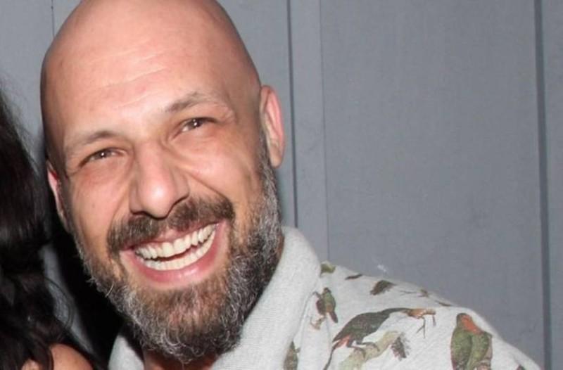 Νίκος Μουτσινάς: Η φωτογραφία αποκάλυψη! Αυτό που έχει στα χέρια του και  τώρα δεν θέλει ούτε  να το βλέπει!