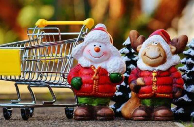 Εορταστικό ωράριο: Τι ώρα κλείνουν σήμερα τα μαγαζιά;