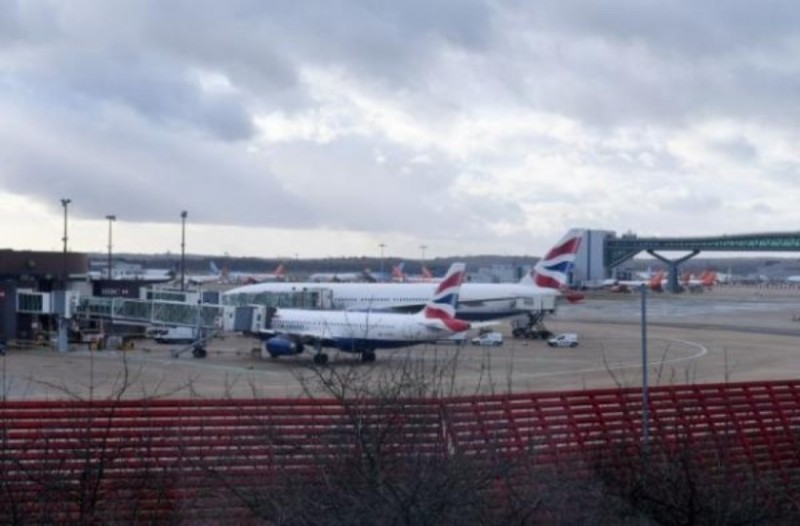 Θρίλερ σε αεροδρόμιο στη Βρετανία: Πιλότος έχασε τον έλεγχο του αεροπλάνου!
