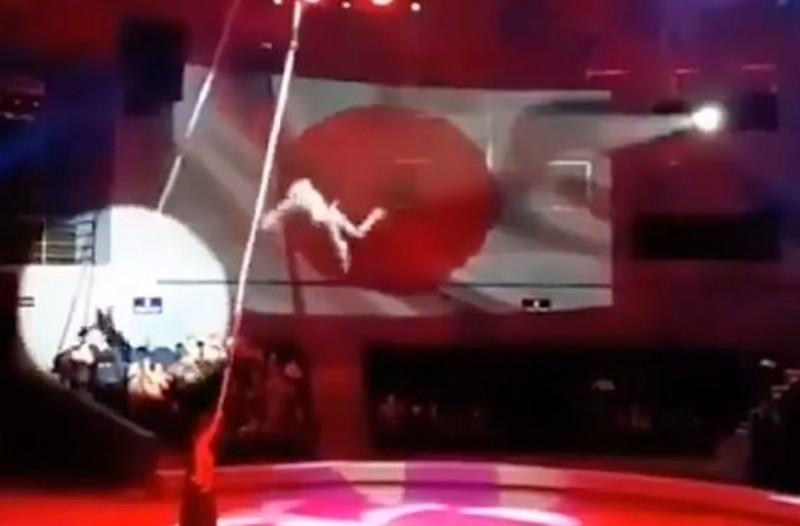 Βίντεο-σοκ: Ακροβάτρια πέφτει στο κενό από έξι μέτρα!