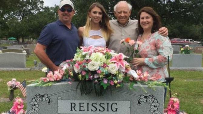 ο τάφος του γιου της είναι πράσινος