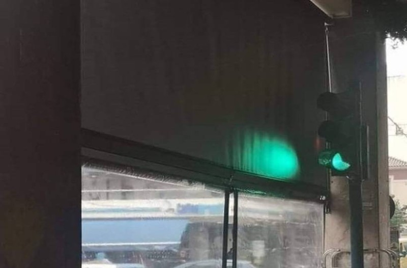 Το έπος στην Πάτρα: Φανάρι μέσα σε... καφετέρια στην Πάτρα! (video)