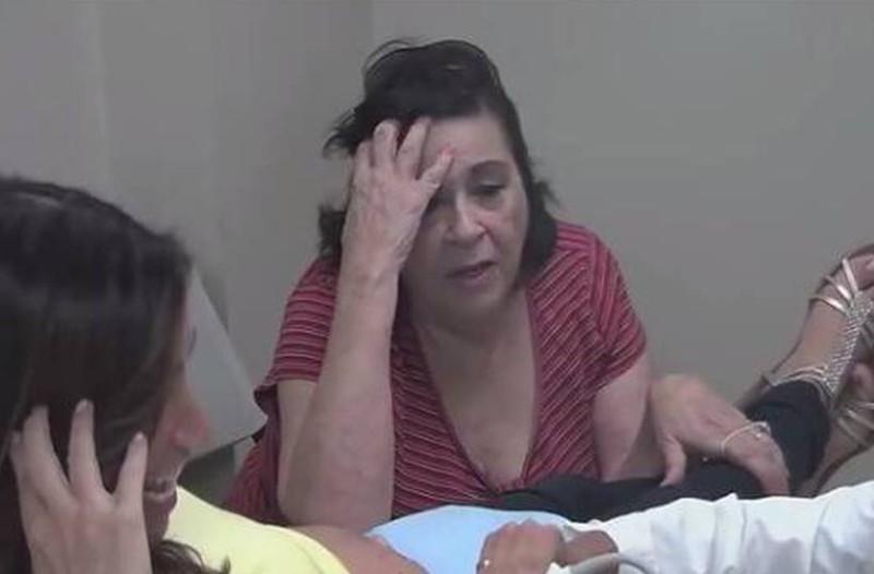 Γιαγιά πάει με την κόρη της στο γιατρό για τον υπέρηχο! Μόλις βλέπει το εγγόνι της παθαίνει το σοκ της ζωής της!
