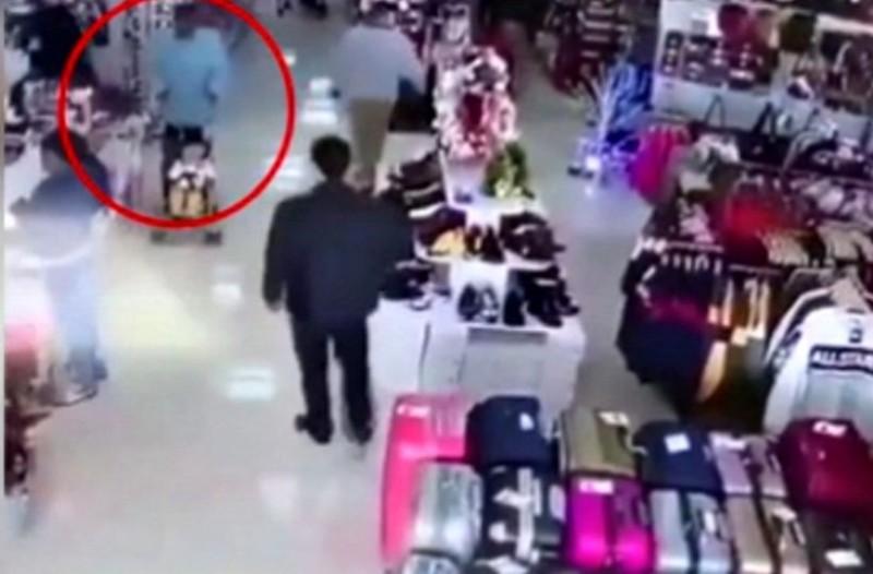 Γυναίκα επιχείρησε να απαγάγει παιδί σε εμπορικό κέντρο! (Video)