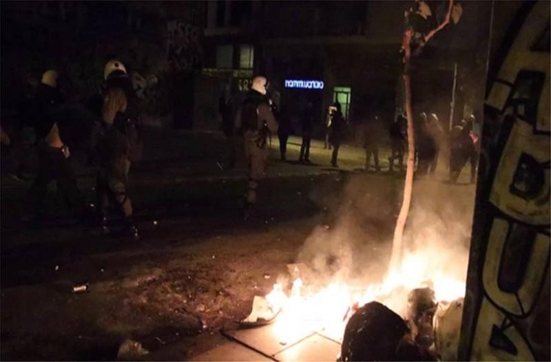 Επέτειος Αλέξη Γρηγορόπουλου: Επεισόδια με 3 τραυματίες αστυνομικούς 77 προσαγωγές και 19 συλλήψεις!