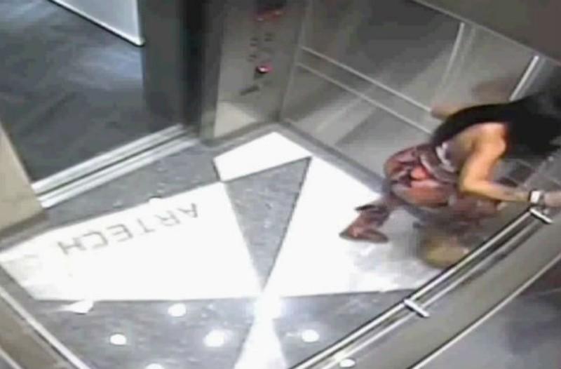 Αυτή η κοπέλα μπήκε στο ασανσέρ. Όμως δεν είχε ιδέα τι την περίμενε στη συνέχεια...