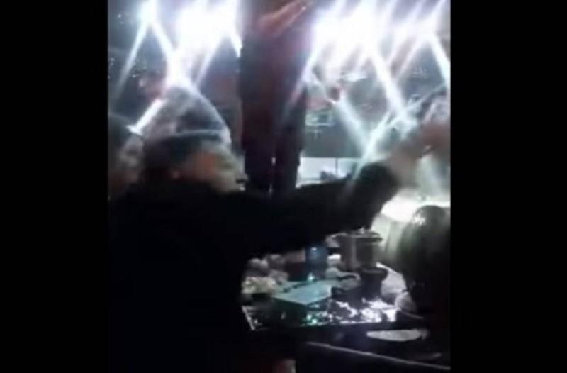 Χαμός σε μπουζούκια: Άγνωστος επιτέθηκε στον Αλέξη Κούγια και έπαιξαν μπουνιές!