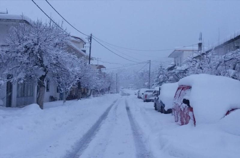 Συναγερμός στην Κρήτη: Εγκλωβίστηκε οικογένεια στα χιόνια!