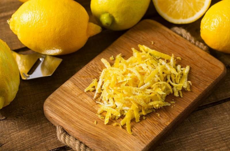 Έβαλε μια φλούδα λεμονιού στο πλυντήριο των πιάτων: Το αποτέλεσμα θα σας σοκάρει!