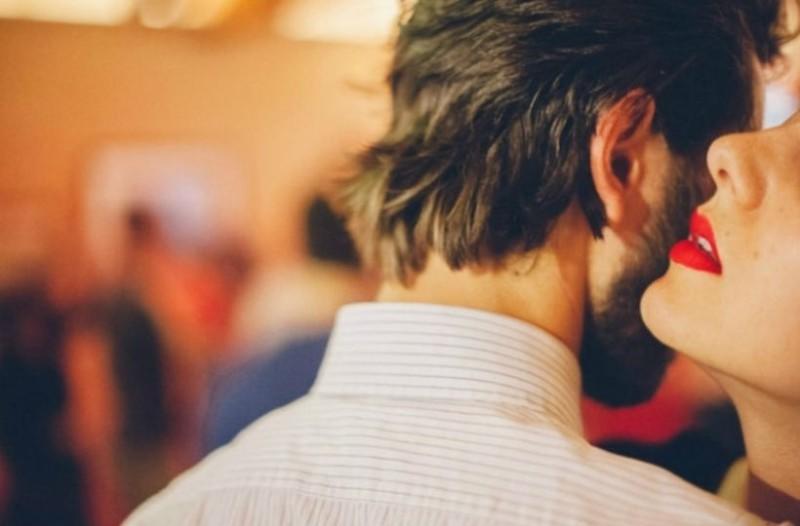 Εσύ ξέρεις τι είναι η αμπλουτοφιλία; 6+1 ερωτικοί όροι που σίγουρα αγνοείς!