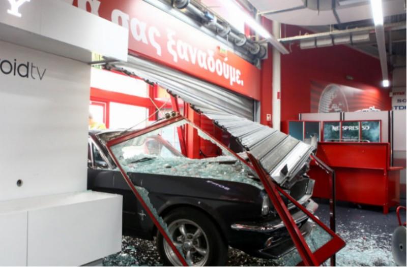 Τρόμος στη Μεταμόρφωση: Εισέβαλαν με αυτοκίνητο σε κατάστημα!