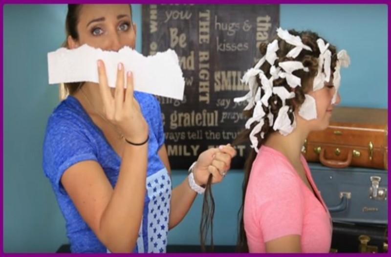 Παίρνει χαρτί κουζίνας και τυλίγει τα μαλλιά της! Το αποτέλεσμα δεν το περίμενε κανείς!