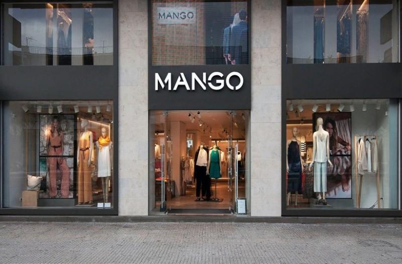 Mango: Το κασκόλ που θυμίζει γούνα είναι η No1 επιλογή για τον φετινό χειμώνα!
