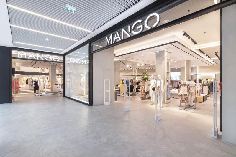 Mango: Πανικός γίνεται με αυτό το παλτό γούνα! Η απόλυτη τάση της σεζόν!