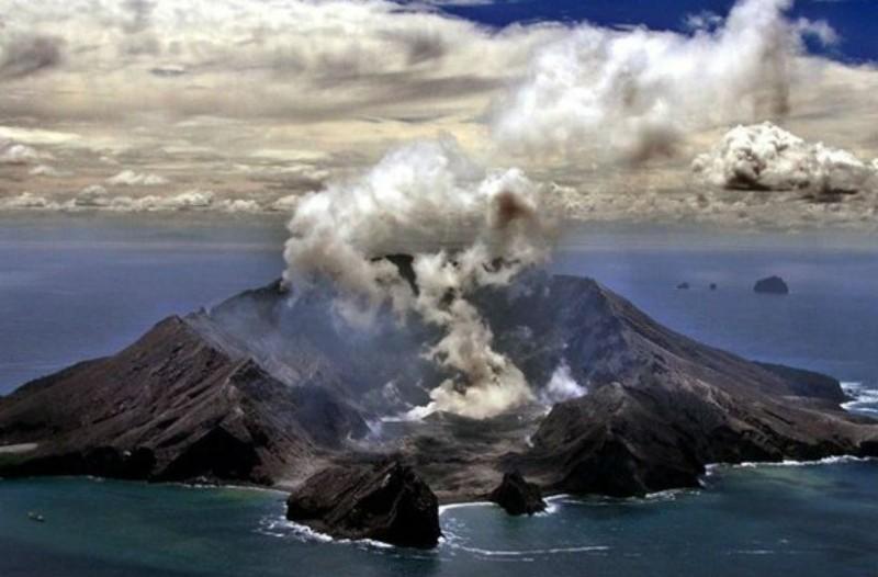 Συναγερμός στη Νέα Ζηλανδία: Ένας νεκρός από την έκρηξη του ηφαιστείου!