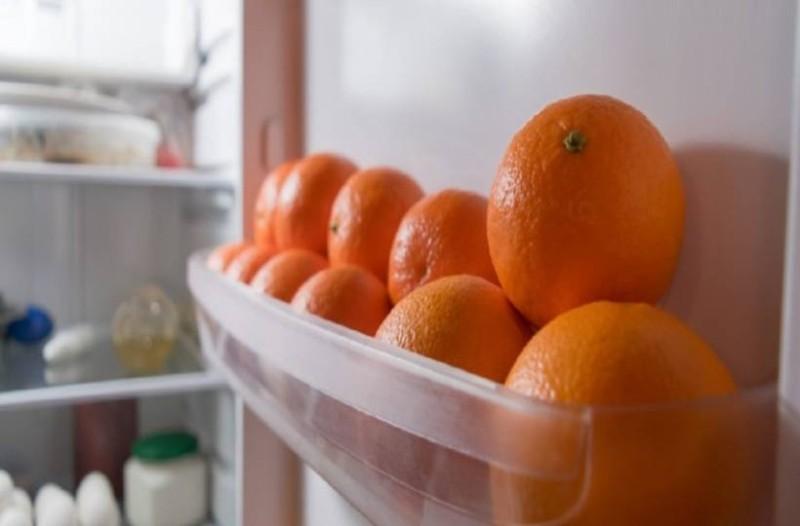 Το ''τρελό'' κόλπο με το πορτοκάλι στο ψυγείο που θα σας λύσει τα χέρια!