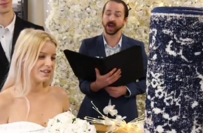 26χρονη παντρεύτηκε το... χαλί της! (Video)