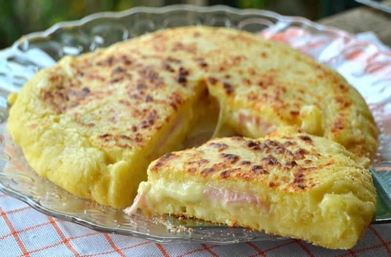 Πατατοβόμβα στο τηγάνι με αλλαντικά και τυρί! (Video)