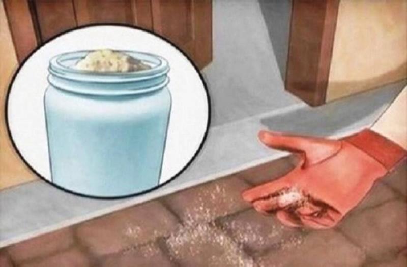 Παίρνει μια χούφτα αλάτι και το ρίχνει έξω από την πόρτα του σπιτιού της. Ο λόγος; δεν φαντάζεστε!