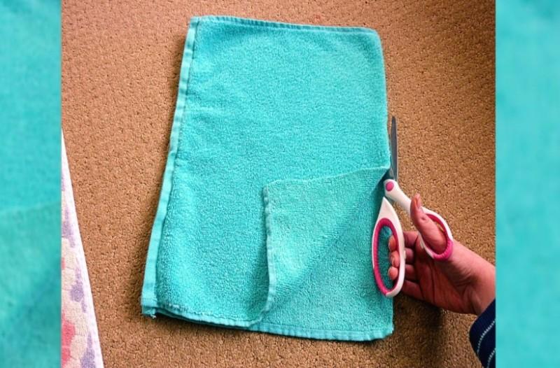Πήρε μία πετσέτα και ξεκίνησε να την κόβει με το ψαλίδι! Το αποτέλεσμα θα σας ενθουσιάσει! (Video)