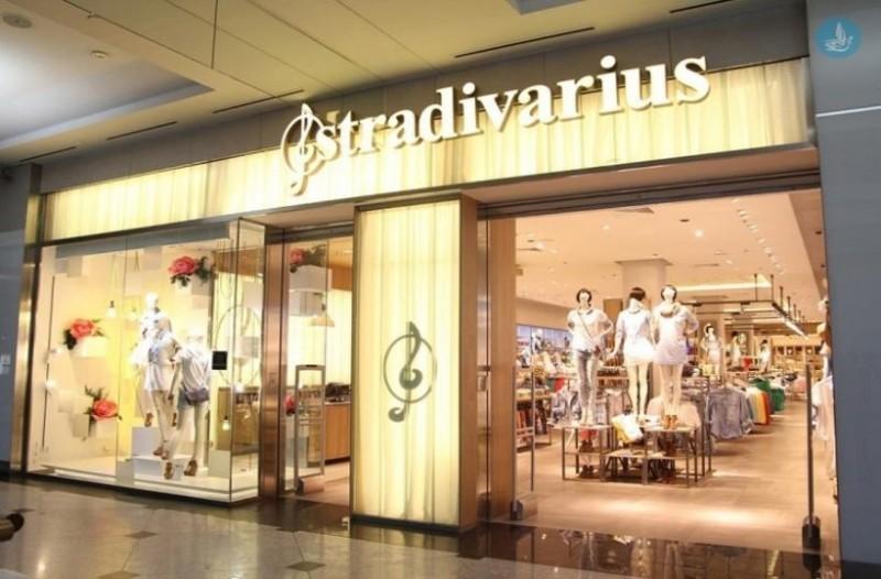 Stradivarius: Ανακαλύψαμε την τζιν φούστα front joke που είναι πάμφθηνη!