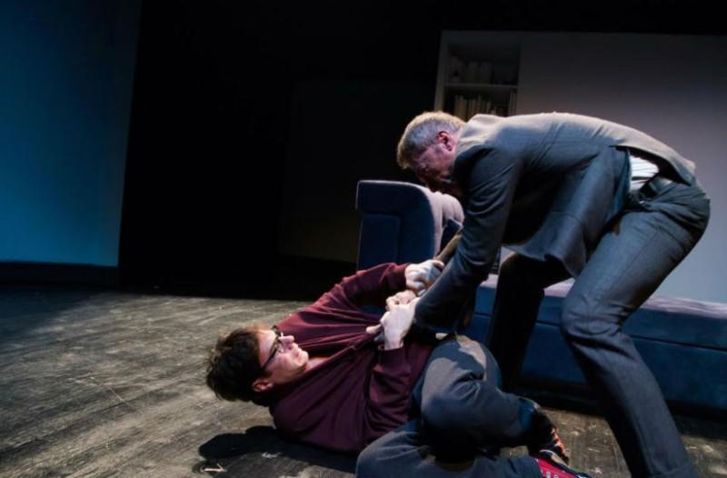 Κριτική Θεάτρου: «Ο Γιός» του Φλοριάν Ζελλέρ στο Θέατρο του Νέου Κόσμου!