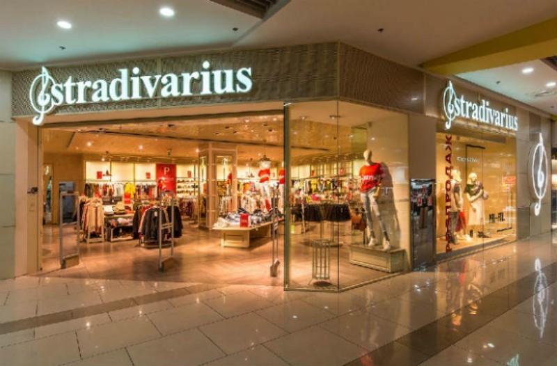 Stradivarius: Βρήκαμε το απόλυτο μακρύ παλτό που έχει τρελάνει όλο το διαδίκτυο!