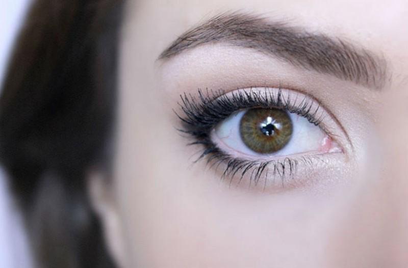 Αυτό είναι το απόλυτο τρικ για να φαίνονται τα μάτια σας μεγαλύτερα!