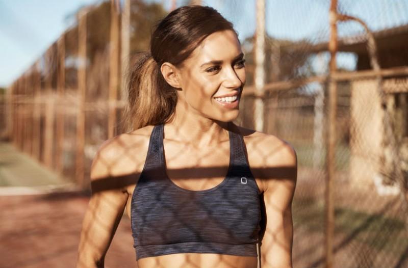 Μια fitness blogger καταρρίπτει το μύθο των περιττών κιλών και δείχνει πιο αδύνατη από ποτέ!