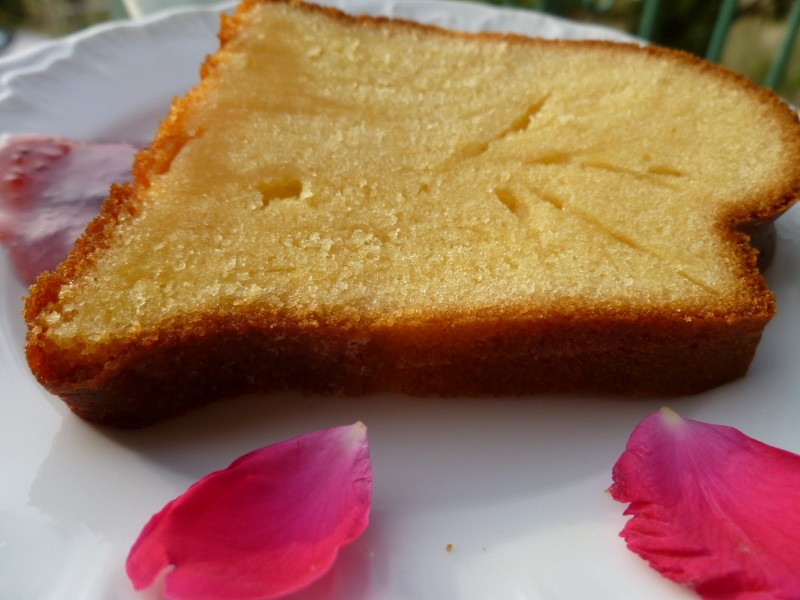 Αφράτο κέικ με με ζαχαρούχο γάλα