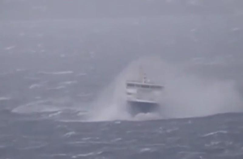 Συναγερμός: Ακυβέρνητο φορτηγό πλοίο μεταξύ Καλύμνου-Αστυπάλαιας με 14 επιβάτες!
