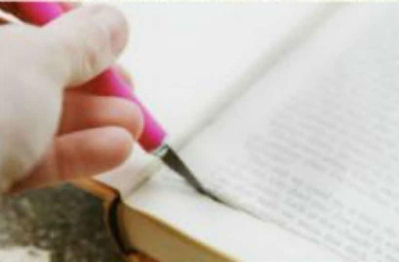Έκοψε το εσωτερικό ενός βιβλίου και έσκισε όλες τις σελίδες! Το αποτέλεσμα; Εκπληκτικό!