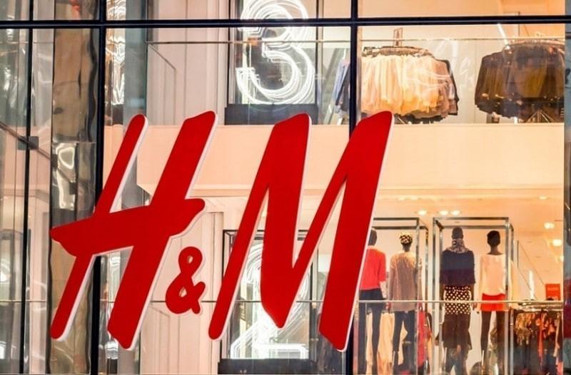 H&M: Το φλοράλ πουκάμισο που