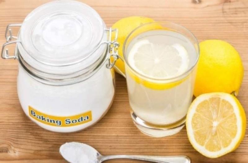 Μαγειρική σόδα με λεμόνι: Θα σας σώσει το στομάχι από όλα όσα φάγατε τις γιορτές!