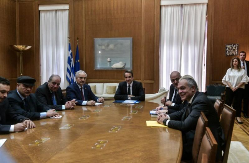 Ολοκληρώθηκε η συνάντηση Χάφταρ - Μητσοτάκη στη Βουλή!