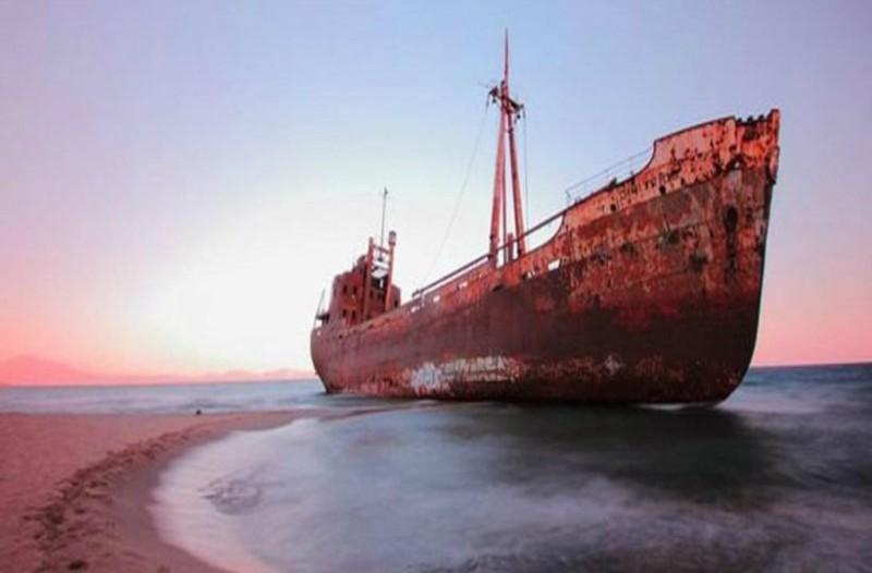 Φρικιαστικό θέαμα: Εντοπίστηκε πλοίο με «μουμιοποιημένο» το σώμα καπετάνιου! (photo)