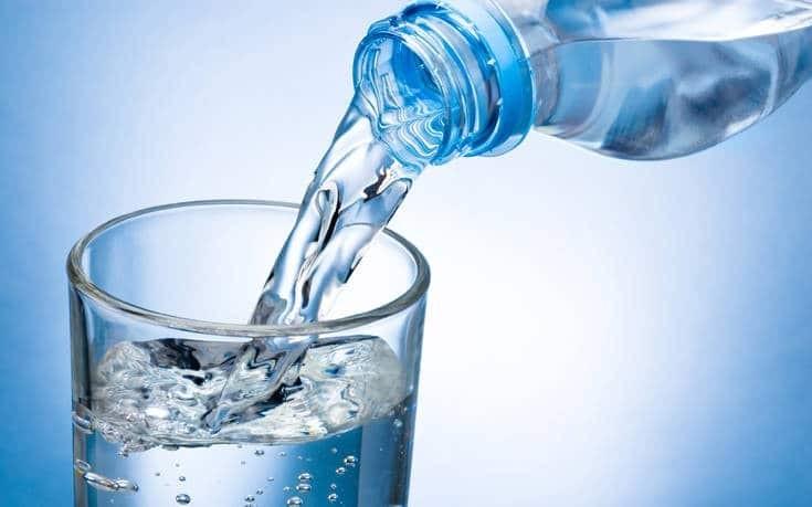 9 Σοκαριστικοί Κίνδυνοι Που Κρύβει Το Εμφιαλωμένο Νερό