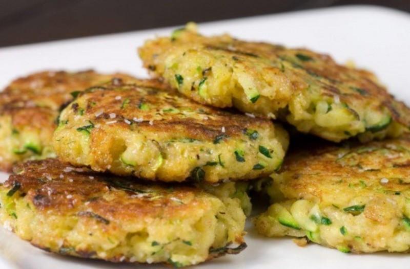 Αφράτοι κολοκυθοκεφτέδες στον φούρνο με βάση την πατάτα!